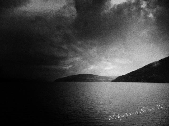 Lago Ness en blanco y negro